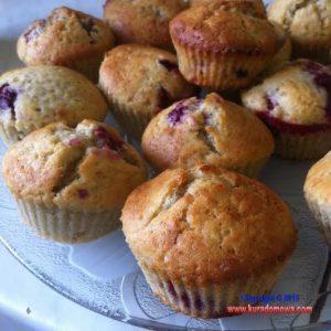 Przepis na muffinki bananowe z malinami