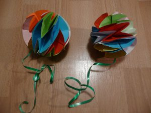 Ozdoby choinkowe papierowa bombka zkółek
