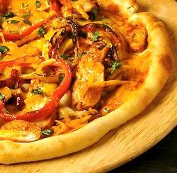 Pizza śródziemnomorska, pizza hawajska, pizza z kurczakiem — przepisy