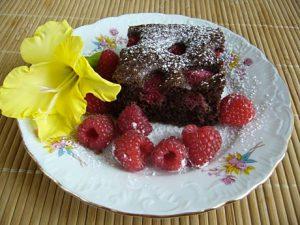 Przepis na czekoladowe ciasto z malinami