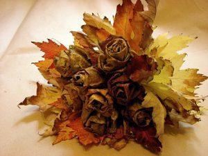Jesienny bukiet, jak zrobićróże zliści