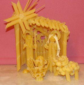 Szopka z makaronu – nagrodzona w konkursie na makaronowe ozdoby i dekoracje