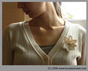 Wzór na płaskie kwiatki szydełkowe