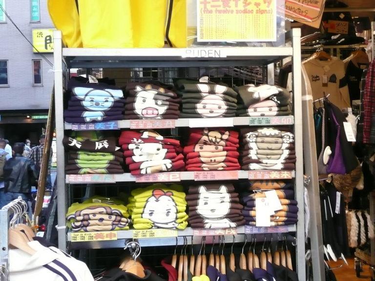 Dwa sposoby składania T-shirtów